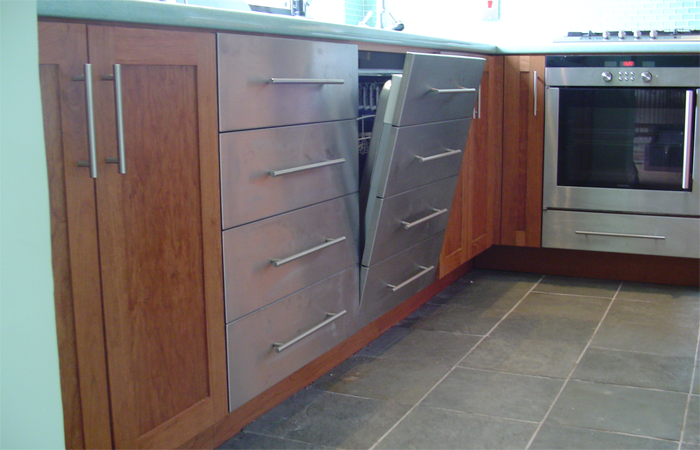 Hardwood Cherry Units And Doors With A Hi Gloss Laminate Worktop Gl Mosaic Tiling